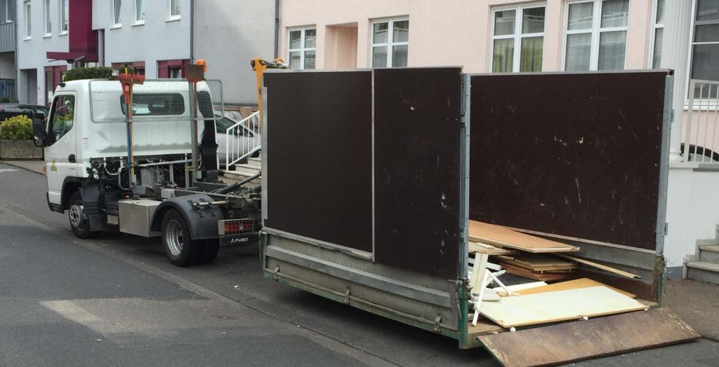 Container-LKW für Haushaltsauflösungen
